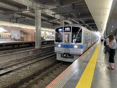 8:29発の小田急小田原線快速急行で座間に向かいます。座間には快速急行が停車しないので、途中相模大野で普通電車への乗り換えが必要です。