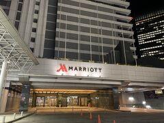 名鉄名古屋駅に到着し、名古屋駅方面に向かう途中に、今回宿泊する名古屋マリオットアソシアホテルの入り口があります。  夕食を食べていなかったので、チェックインは一旦せずに名古屋駅に向かいます。