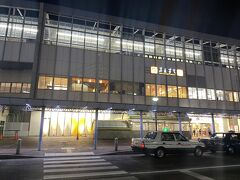 その後バスは、定刻から6分遅れてやってきました。 西洋人の男性は、乗車する際、やっぱりレディーファーストで譲ってくださり、 「ありがとうございます」というと、 「まいどおおきに!」と返してくれました。。。 大阪在住者かな?  バスは岡山駅まで速度を上げぶっとばし、定刻ちょうどに到着しました。