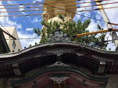 食後の古町散策中に突如現れた弘法大師像。 個人的珍百景に選出決定できるインパクトとシュール感。