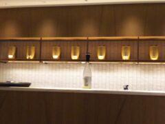ティルームMAYFAIR JINGティの金色の缶が美しい