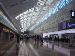 6:00にカウンタ-に行きました。 しかしながら、搭乗券発券トラブル(運賃間違えた?)搭乗ギリギリになりました。
