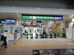 改札口です。  松本駅の改札口は1か所のみで、駅ビルの3階にあります。