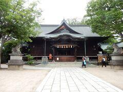 拝殿です。  この神社は、明治12(1879)年に創建されました。  御祭神は、天之御中主神(あめのみなかぬしのかむみ)、高皇産霊神(たかみむすびのかみ)、神皇産霊神(かみむすびのかみ)、天照大神(あまてらすおおみかみ)で、4柱の神を祀ることからこの神社名になったのだそうです。
