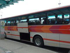 函館空港に到着して、シャトルバスに乗ります。