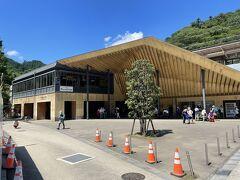 高尾山口駅 やはり、隈研吾さんの設計でした ぽいね~