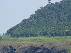 そして山の斜面に灯台を発見!