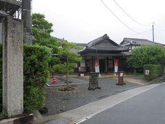 予定ではこのあと東光寺へ行ってみようと思っていたのですが…実際に来てみていろいろ思い出がよみがえってきたらしい夫が、記憶を頼りに車を走らせてたどり着いたのは伊藤博文別邸。これは東京から移築したものだそうです。