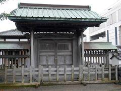 孔子を祀る聖廟の前門だった観徳門。