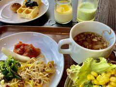 8/4(Wed.) 前日同様、スープをメインとした朝ごはん。 少しメニューは変えられていますが、2日でもう飽きました(◎_◎;)