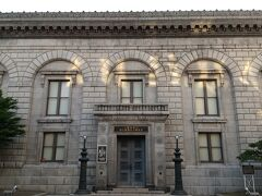 旧三井銀行。 昭和2年(1927年)築。 5つのアーチを連ねたルネサンス様式の建物。
