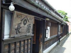 角長本店。 https://www.kadocho.co.jp/ 冬季のみの寒仕込みを頑なに守り、機械化せず、昔ながらの手作りを続ける醤油蔵です