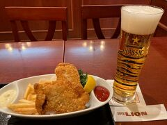 札幌では大通り地下の銀座ライオンに行きました。つまみは北海道産タラのフィッシュアンドチップス、