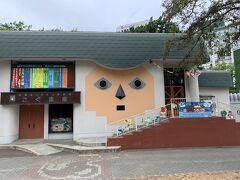 今日は時間に余裕があるので、下の中島公園を散歩 ちょっと怖い感じもするけど、人形劇をやってるみたい