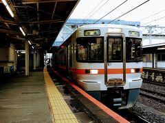 旅のはじまりは、富士駅から。甲府行きの身延線に乗り込みます。。