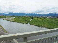 バスは、石和温泉駅でも乗客を拾い、「御坂みち」を辿りながら河口湖方面に抜けていきます。途中で、笛吹川を渡りました。。