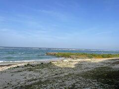 宮里海岸へ海況を見に行きます。 まだ波が高いなぁ~。  朝ご飯前に海を眺めながらぼ~~っとします。 気持ちイイなぁ~。(#^.^#)