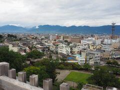 そして少し時間があったので、駅前にある甲府城址を散策。甲府盆地を俯瞰します。。
