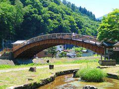 道の駅の横には、太鼓型の木曽の大橋