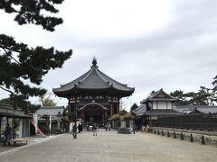 興福寺南円堂へ。