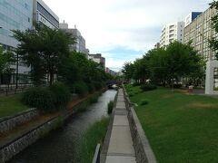 大通りが終わり、創成川。