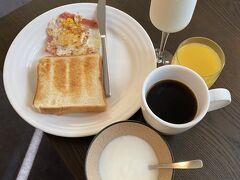 ニセコのアパートで朝食を済ませて出発  10日間滞在だったからか  サービスで食材は数日分  冷蔵庫に準備されていました