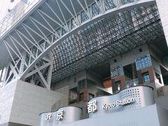 久しぶりの京都駅 組木細工のようなデザインがかっこいい