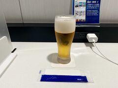 仙台空港のANAラウンジ久しぶり(´;ω;`) なんと697日ぶり。  仙台空港のANAラウンジで飲む一番搾りは別格の美味しさ。