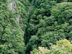 帰りがけ、高山村のもうひとつの大滝の八滝に寄りました。 八つの滝壺があるそうです。シャーシャーと音はきこえます。 高さ180mとかなりの高さの滝ですが、ちょっと遠くて迫力はいまいちでした。  ここまでご覧いただきありがとうございました。