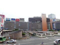 これは新宿エルタワー前から広く撮影。 小田急百貨店全部入り