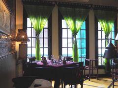 ベトナムでフレンチを食べてみたかったので、目をつけていた Green Tangerinへ このカーテンの感じ憧れてたんです