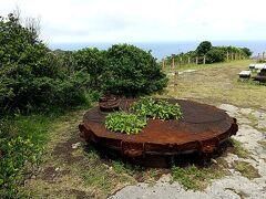 続いて中央山 こちらにも何気に戦跡が残っていました。砲台跡でしょうか。
