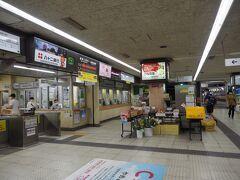 そういうことでやってきました長野電鉄長野駅。うん、こんな感じだった。そう言えば改札前でなんか色々売ってたわ、野菜とか。