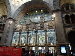 朝食後アントワープ中央駅へ