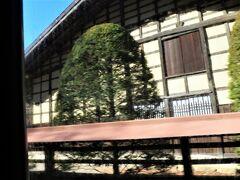 ■学園入口~小春バス停間 車窓からは大きな古民家が見えます。  ■旧黒澤家住宅(国指定重要文化財) 江戸幕府の天領下だった18世紀中頃に大庄屋を務めた旧家。