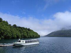 ホテル風水は然別湖畔に建っており、遊覧船も運営しています。遊覧船の出発は観光シーズンだと毎日8時~16時の毎正時。遊覧時間は35~40分。代金は大人1100円。