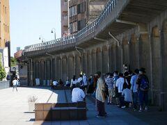 横浜港の象の鼻パークへ 昔の貨物線走ってた高架が 今は遊歩道に