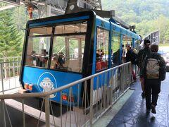 始発のロープウェイに乗車。 黒岳駅に着くとそのまま屋上展望台へ。