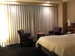 部屋はダブルに無料アップグレードしてもらえました。しかし、夜中までずっと仕事をしていたので、あまりホテルステイを楽しむ余裕はありませんでした。