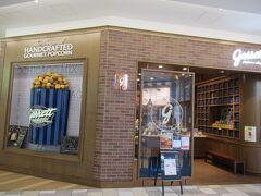 次のお店はちょっと高級感がある店構え。ポップコーンのお店のようです