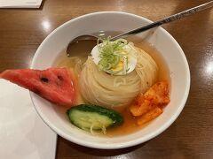 さて、岩手銀行赤レンガ館も堪能したので、ホテルにチェックイン後、盛岡駅の駅ビルの中で夕食にしました。 盛岡と言ったら冷麺ですね(^^)。