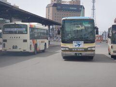釧路空港行のバス。