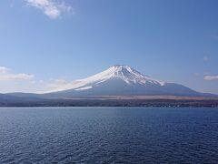 11:30 山中湖に到着。ここからの富士山も絶景です。