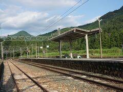 ●JR三河槙原駅  駅に戻って来ました。 誰もいません。 あ~陽も少し傾いて、良い感じの夏の夕暮れ時に移っていきます。