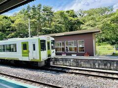 小諸方面に列車が到着  当駅で列車交換