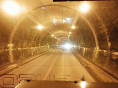 「於茂登トンネル」全長1174メートル。八重山地方でもっとも長いトンネルです。