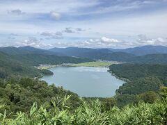 後ろを向くと、余呉湖も見渡せます。 まさに絶景。