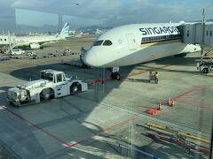 福岡空港を発ちます。 機材はB787-10の最新機材です。前回乗った際はまだA330でしたので大幅グレードアップ!