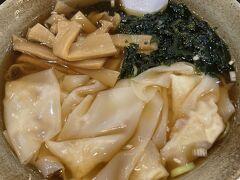 18:00 那覇 JAL2088 20:00 伊丹  伊丹に帰ったら店が開いていないので、那覇で早めの晩ゴハン。ボリューム大なワンタン麺をマッハでいただきました。