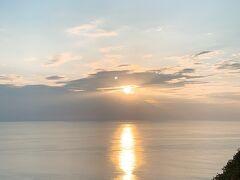 夕日を見に車でプユニ岬へ。空も海も広く、私は地球に生かされているんだとしみじみ。(おおげさ)